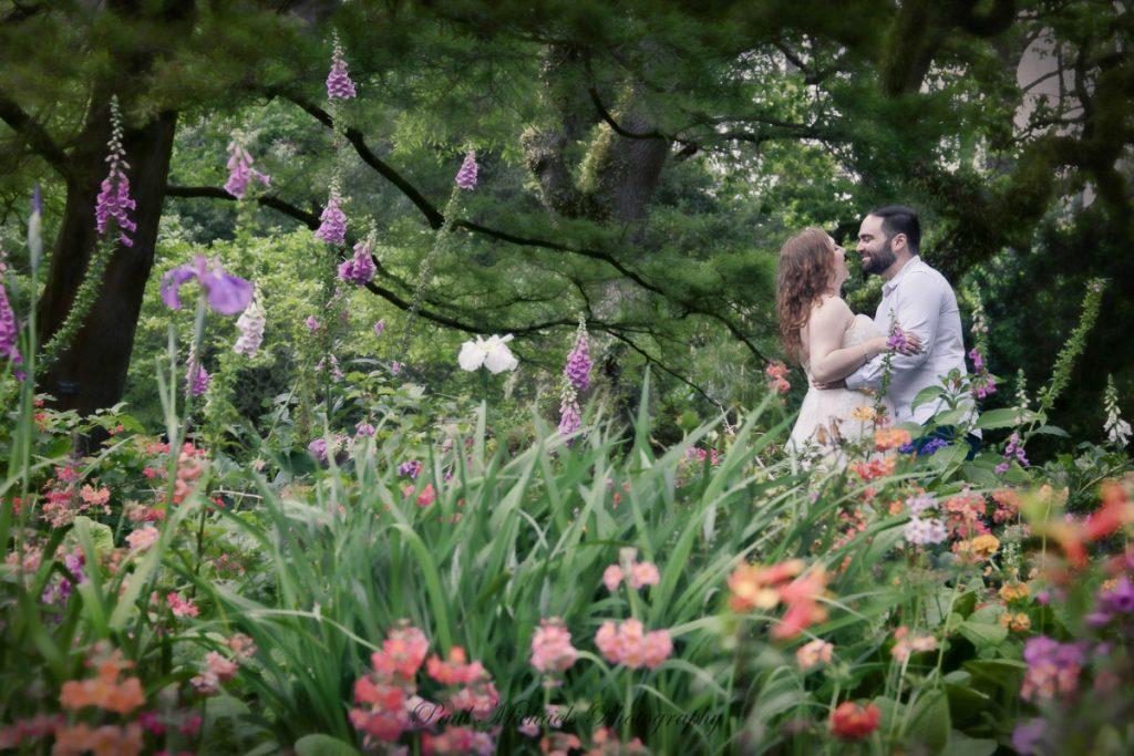 Fun couple at Botanical gardens