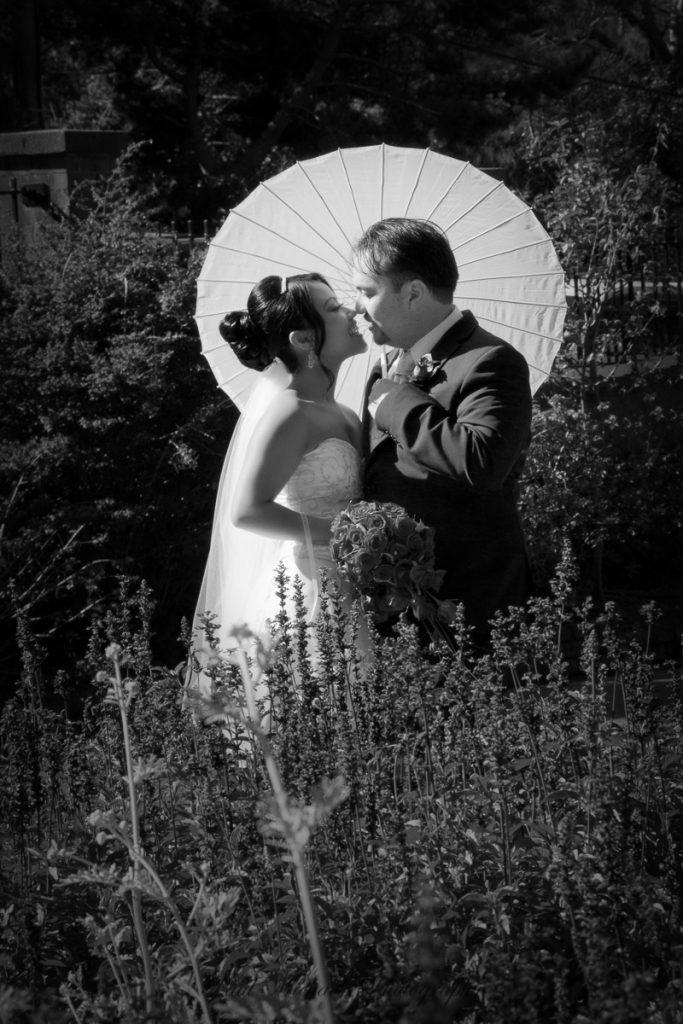 Kiss at Botanical gardens