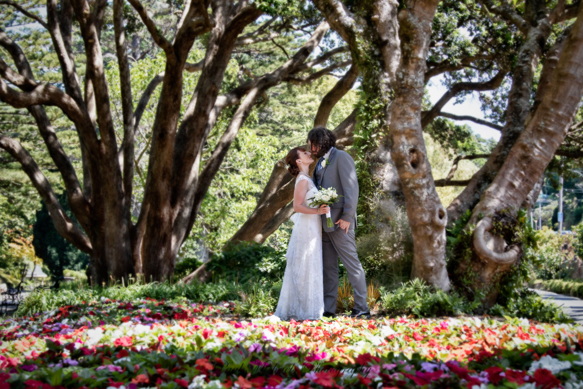 Bride and groom in Botanical gardens